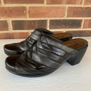 Like new Noat leather slip in wedge mules